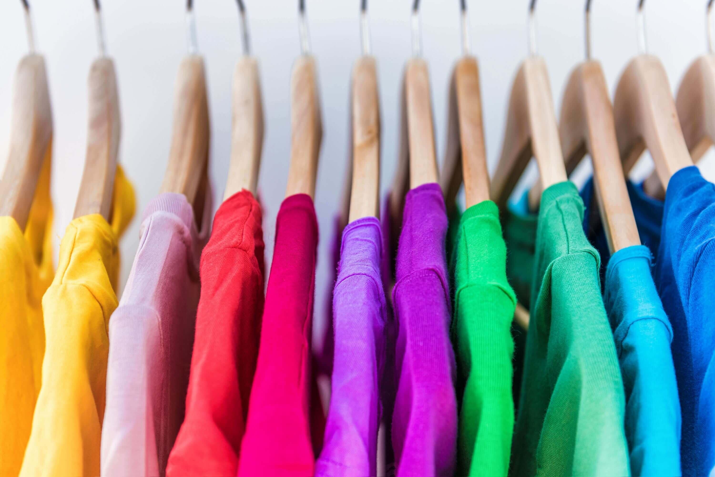 חולצות צבעוניות הדפסה